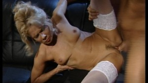 MILF gets her pussy whipped by a large cock (clip)