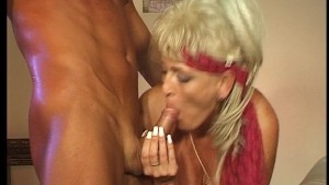 Hot mature woman still lovin the 80 s!! (Clip)