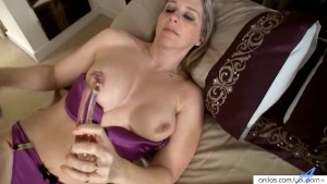 Meet busty Tonya s orgasmic glass dick