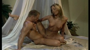 Couple fucks in kamasutra posi