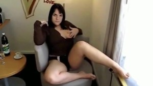 Chubby emo chick gets a huge facial