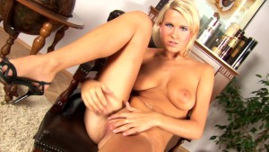 Blonde Samantha plays with her hot body - CzechSuperStars