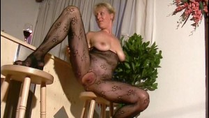 Blonde mom shows off in pantyh