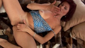 Mature Wanda sticks a dildo in her wet pussy - CzechSuperStars