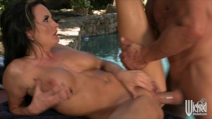 BIG TIT MILF ALEKTRA BLUE GETS MASSAGE AND FUCKS O