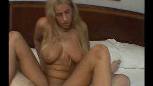 Blonde babe masturbates