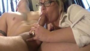 I Want a Secretary Like This!!