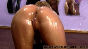 AMAZING SEXY OILED ASS GETS FUCKED