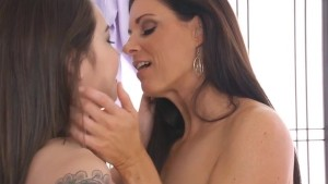 Kira Sinn Gets a Lesbian Massage from India Summer