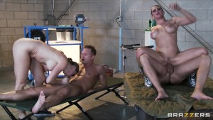 Two horny brunette babes catch