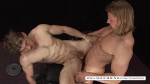 Bodybuilders anal sex2