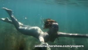 Cute Nastya is showing her beautyful body underwater