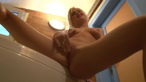 Guy films his girlfriend masturbating in the bathroom - Julia Reaves