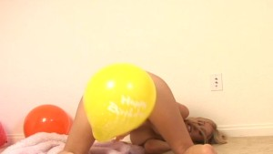 Allie And Her Balloon - Sologirlcontent