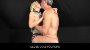 Angry blonde fucking an Oldje