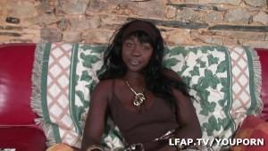 Belle black aux gros seins fan