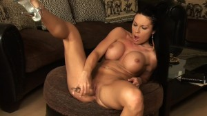 Samanta loves to fuck herself