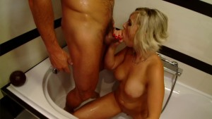 Sindy Love gets dirty - Playvision