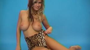 Sexy Cougar With Big Tits Photoshoot - Pleasure Photorama