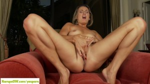 Cougar Misty Law Fingers Older Twat
