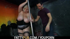 He stuffs his rod into her fat