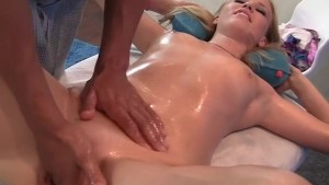 blonde in oil squirt make a massage