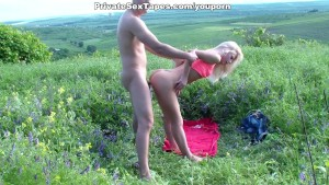 Sexy amateur girlfriend swallows cum in the meadow