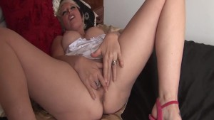 Sexy UK milf Tracy Venus plays with her pussy