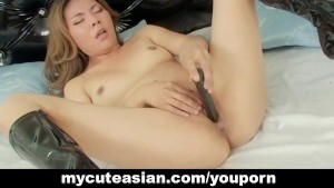 Asian amateur with shaved puss