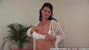 Mature housewife with big boobs takes a masturbation break
