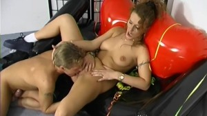 French kissing her pussy - Telsev