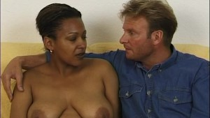 Chubby, busty black babe loves to get fingered - Telsev