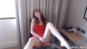 Camgirl whimpers and cums
