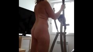 nue s exhib sur son velo