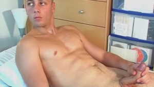 French straight guy serviced his cock by a guy !