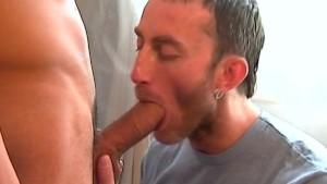 This footballeur has a very huge cock to suck deepthroat !