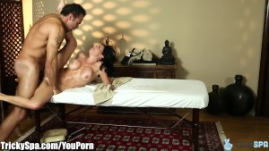 TrickySpa Veronica Avluv Gets Wet for Masseur