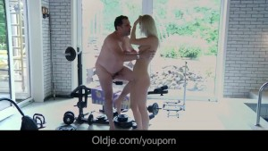 Lucky old dude hardcores sexy blonde in the gym