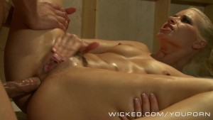 Wicked - Anikka Albrite does a