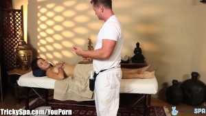 Massage turns to Cheating for Wild Girl Daisy Haze