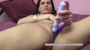 Exotic MILF Naomi Shah uses a