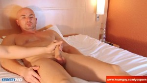 Delivery guy (hetero) gets wanked his cock by a client for a good tip!