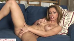 Melanie Gold Fingers Twat