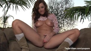 Sexy Cowgirl Taylor Vixen
