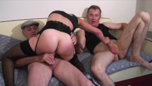 Papy fucks in threesome