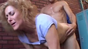 Super sexy mature babe is a very hot fuck