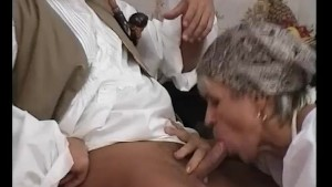 GILF Shows Young-Dick How To F
