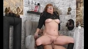Round-Booty GILF Riding - Julia Reaves
