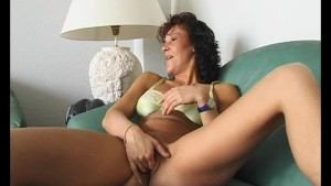 milf rubbing that shaved muffin – julia reaves