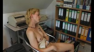 Skinny blonde milf masturbating - Julia Reaves